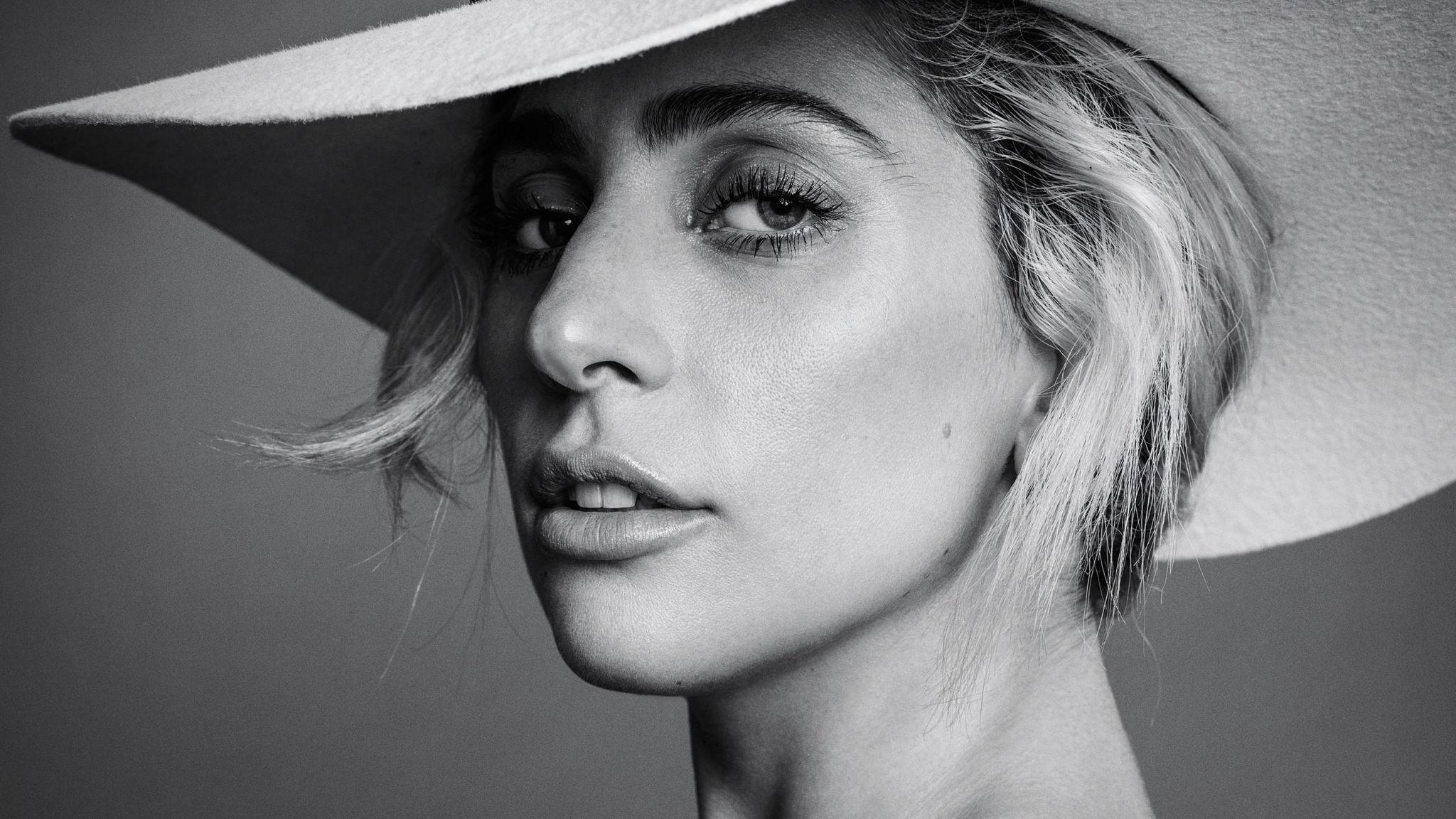 """Nuovo singolo di Lady Gaga: """"The cure"""" già spopola!"""