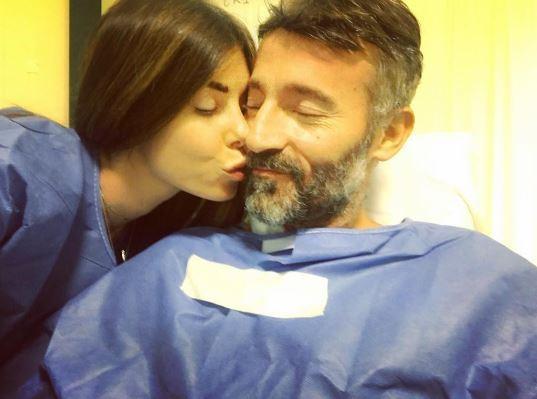 Bianca Atzei e gli auguri al suo Max Biaggi: prima foto dall'ospedale