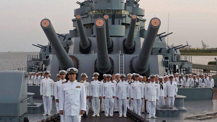 """La recensione di """"USS Indianapolis"""": Nicolas Cage tra bombe sottomarine e squali"""