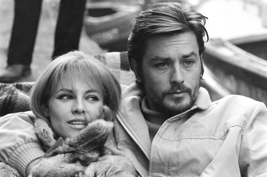Mireille Darc è morta: addio all'attrice francese ex compagna di Alain Delon