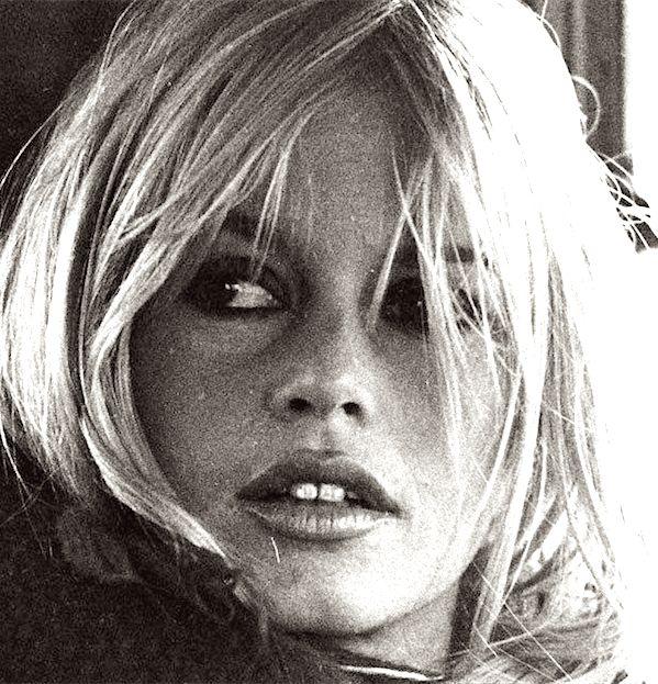 Buon compleanno all'attrice Brigitte Bardot, che compie 83 anni!