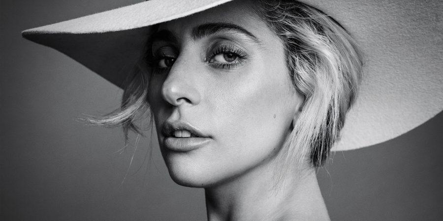Lady Gaga malata: Beyoncé le spedisce rose rosse e una felpa