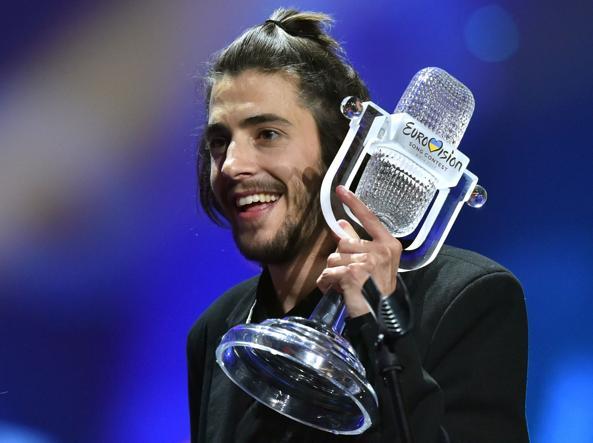 Salvador Sobral: il vincitore dell'Eurovision è ricoverato in gravi condizioni