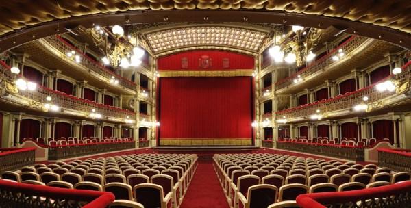 Forse chi va a teatro a capodanno… andrà a teatro tutto l'anno!
