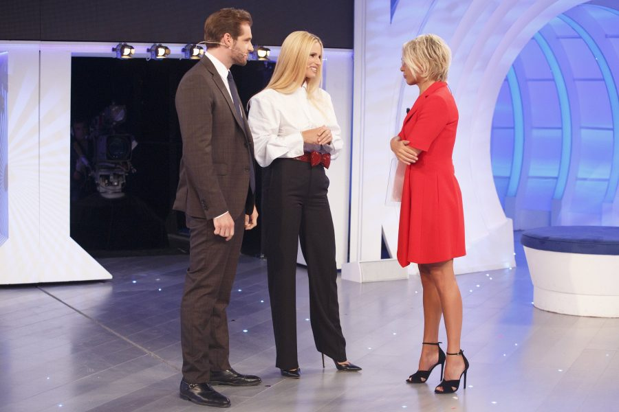 """""""C'è posta per te"""": il programma al suo esordio commuove e vince la serata"""