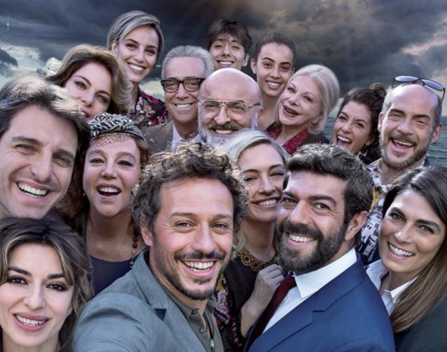 """A casa tutti bene"": locandina e trailer del film di Gabriele Muccino"