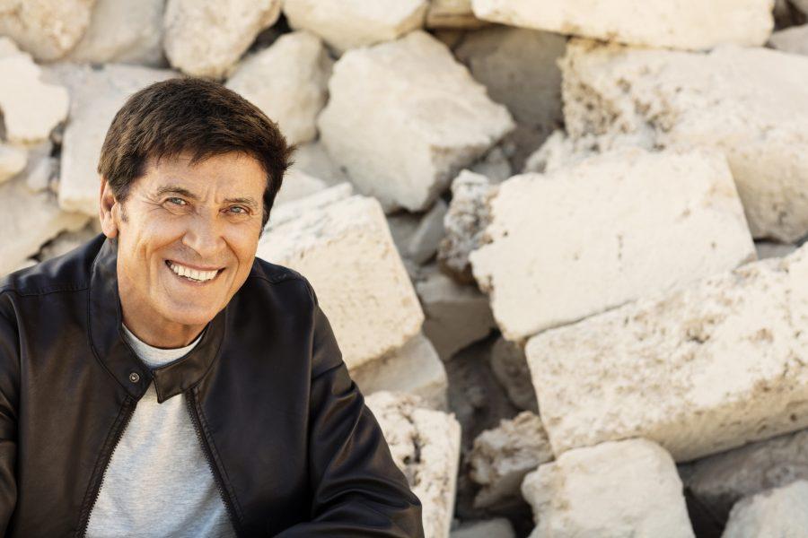 Gianni Morandi live a Carloforte, in Sardegna, il 22 settembre