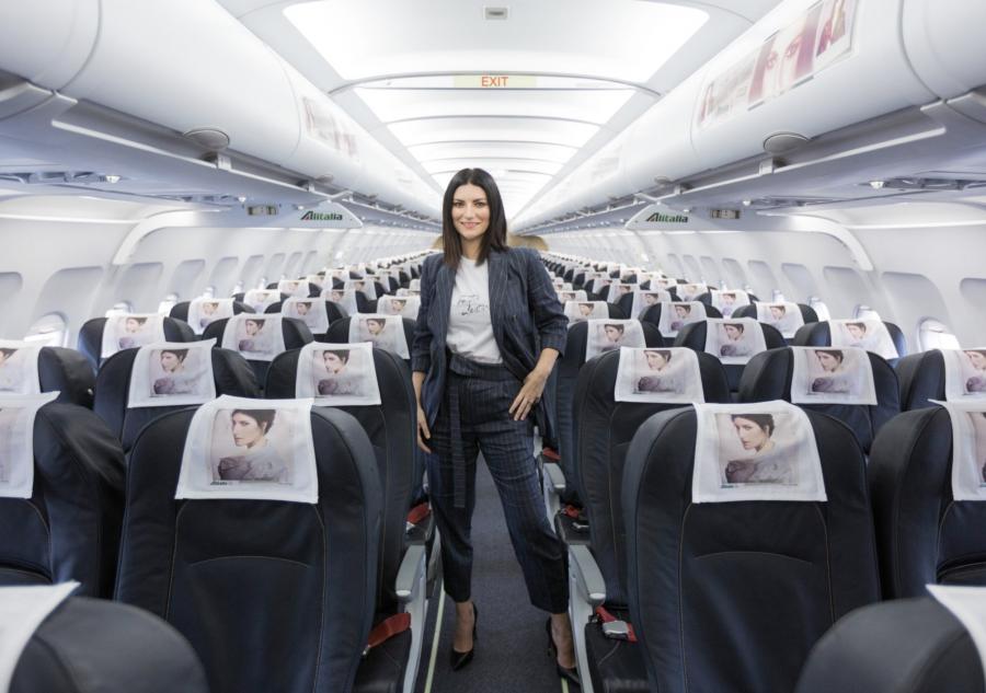 Laura Pausini: date del tour e info durante la conferenza stampa in volo!