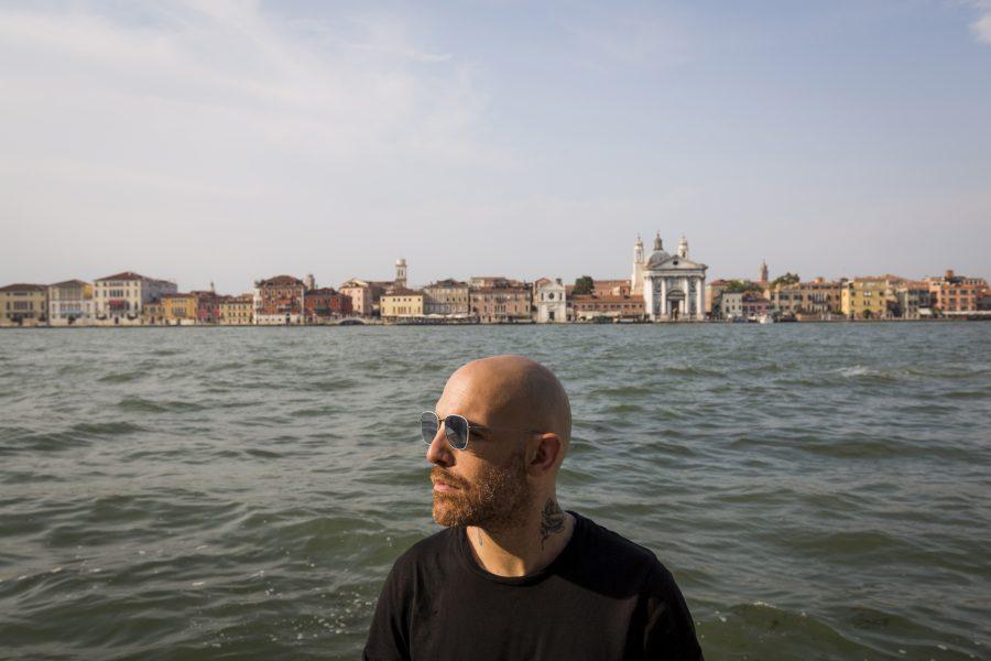 """""""Nonostante tutto"""": Jack Jaselli ha musicato un'ode alla libertà – VIDEO"""