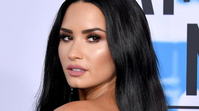 Demi Lovato sveglia e in ripresa dopo la sospetta overdose di eroina
