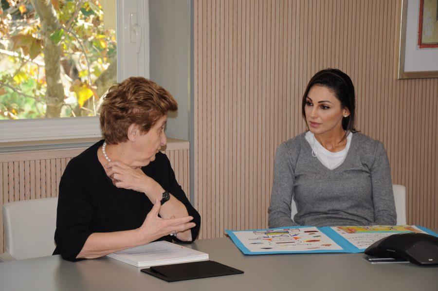 Roma, Anna Tatangelo dona il premio di Celebrity Masterchef all'ospedale Bambino Gesù