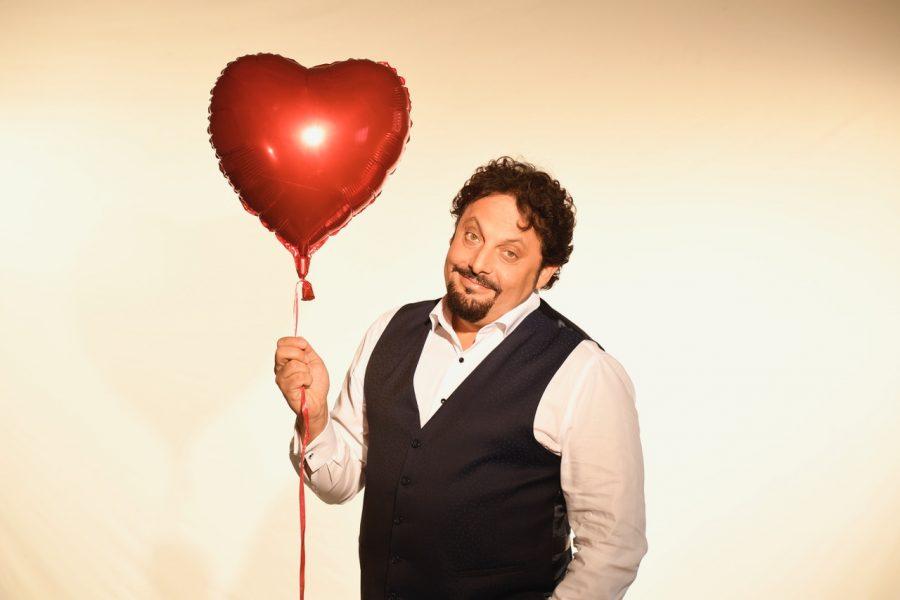 """""""Innamorato perso"""": il nuovo spettacolo di Enrico Brignano"""