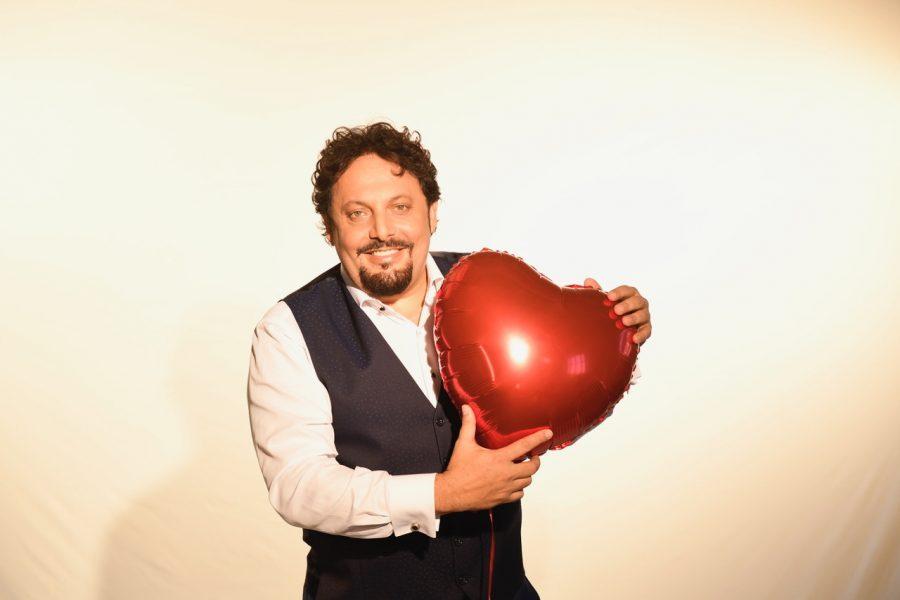 """Enrico Brignano: al via il tour dello show """"Innamorato Perso"""" – DATE"""