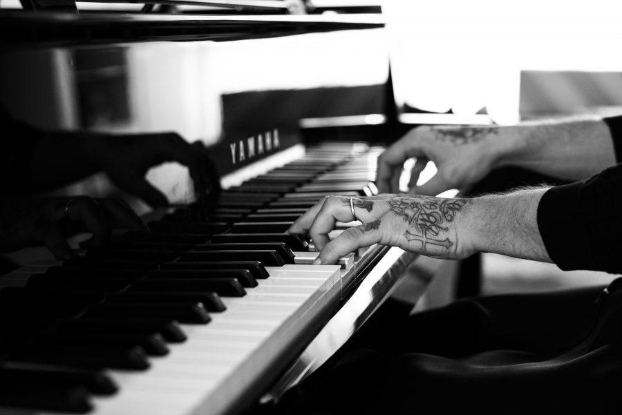 """""""Silent concert"""": Emiliano Pepe al pianoforte alla Triennale di Milano"""