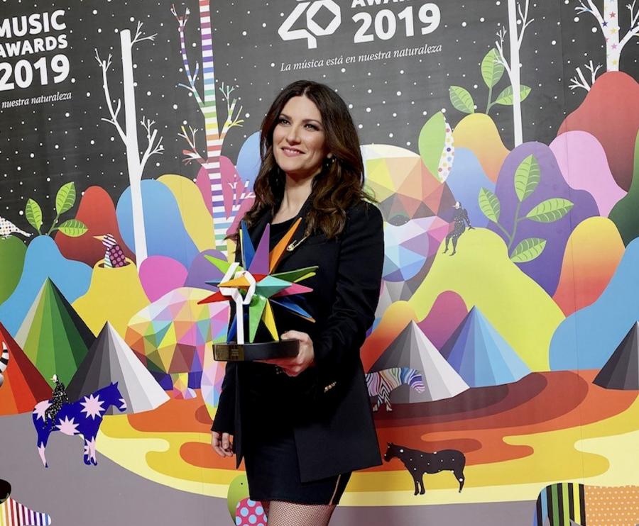 Premiata in Spagna la carriera di Laura Pausini ai Los40 Music Awards