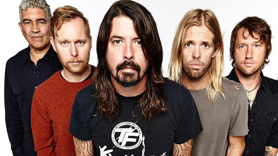 """Foo Fighters: la band celebra I suoi 25 anni con il """"Van Tour 2020"""""""