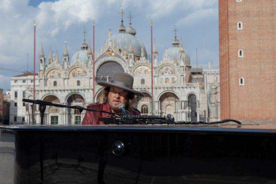 Zucchero e una Venezia deserta: ecco il video dell'esibizione