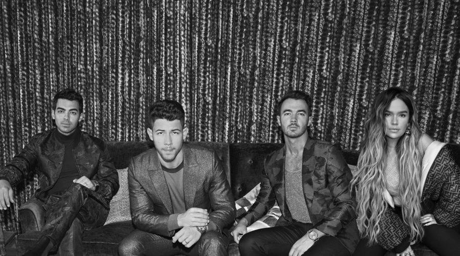 """Jonas Brothers e Karol G: fuori il video di """"X"""", un successo già annunciato"""