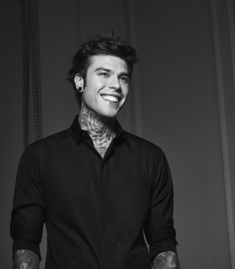 """Fedez annuncia il nuovo singolo """"Bimbi per strada"""", da oggi in presave"""