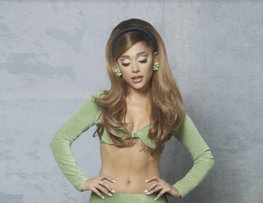 """Ariana Grande: il video di """"34+35"""" è già da record su YouTube"""