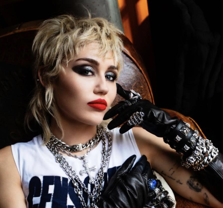 """Miley Cyrus: fuori ovunque il nuovo album """"Plastic Hearts"""""""