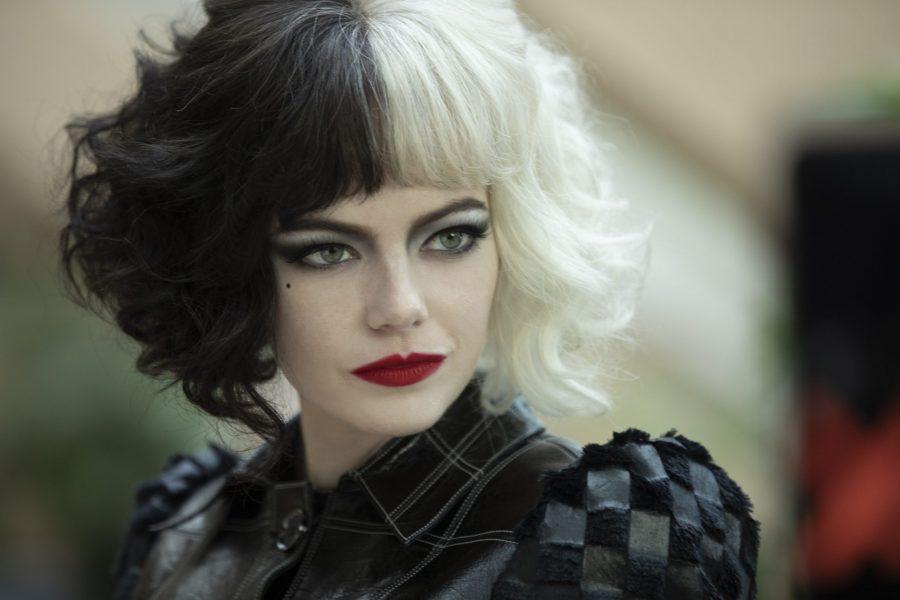 """""""Crudelia"""": nuove immagini del film con Emma Stone e Emma Thompson"""