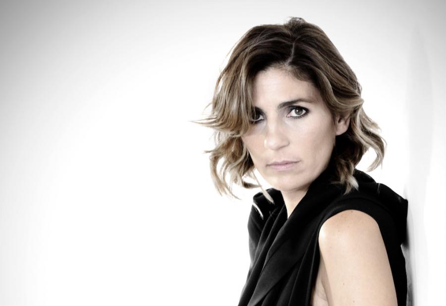 """Elisa Amoruso: Premio Afrodite per """"Maledetta Primavera"""" – INTERVISTA"""